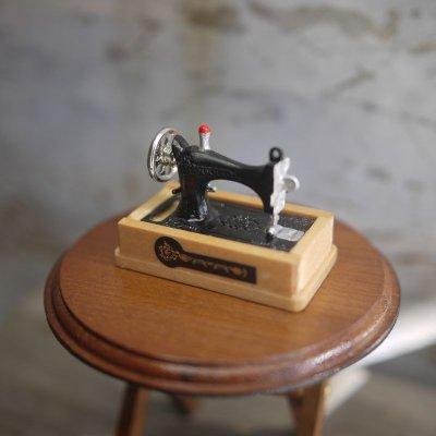 画像1: ミニチュア 裁縫箱つきレトロミシン