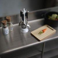 メタルキッチンツール4点セット スタンド付き(ホワイト/ブラック)